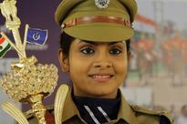 Gayathri Arun aka Deepthi IPS of 'Parasparam' serial makes silver screen debut