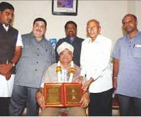 Sri Shivarathreeshwara Media Award presented to KBG