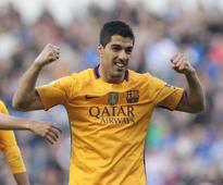 La Liga roundup: Suarez stars as Barcelona rout Deportivo 8-0; Real and Atletico stay in hunt
