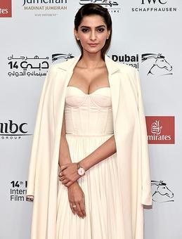 Like Sonam's BOLD look in Dubai? VOTE!