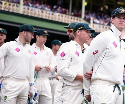 Australian cricketers continue defiant stand against board