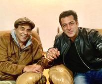 Check out: Salman Khan pays a surprise visit to Dharmendra at his farm