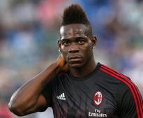 Balotelli strikes twice as Nice rout Monaco 4-0 to go top