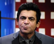 Watch! Sunil Grover MOCKS Arnab Goswami and owns it in this hilarious Coffee With D trailer