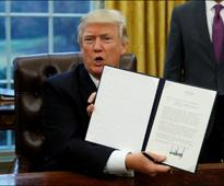 Trump clears way for controversial oil pipelines