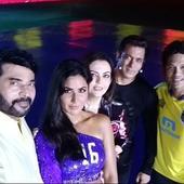 ISL 2017: Salman Khan clicks a selfie with Sachin Tendulkar, Katrina Kaif, Mammootty and Nita Ambani