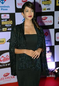 PIX: Lakshmi Manchu, Vikram at Mirchi Music Awards 2016