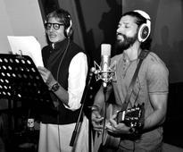 Farhan Akhtar andamp Amitabh Bachchan Singing Atrangi Yaari Is A Grand Treat For Your Eyes And Ears