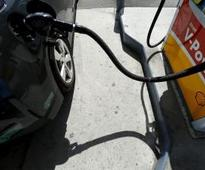 Wholesale gasoline prices dip in Calif., consumers still pay up Reuters
