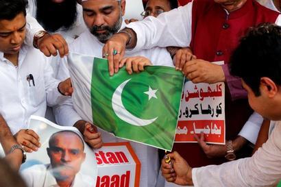 Pak govt slammed for 'poor handling' of Jadhav case