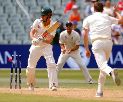 Australia regret not enforcing follow-on as England sniff win