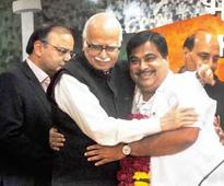 Bitterness over, Advani warms up to Gadkari again