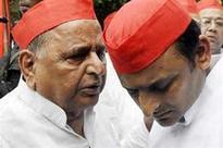 Papa Mulayam praises PM Modi while telling son Akhilesh 'lal topi pahenkar koi nate nahin ban sakta'