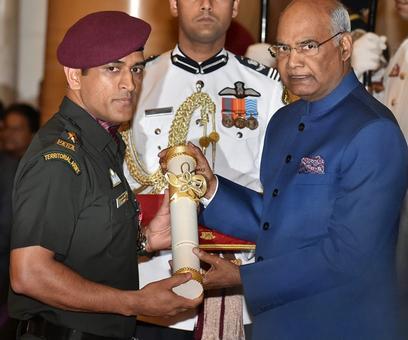 PHOTOS: Dhoni, Advani receive Padma Bhushan award