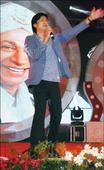 Vijay Prakash enthralls audience at Manasagangotri