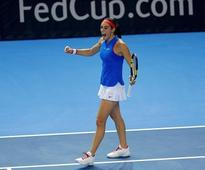 Fed Cup: France, Czech Republic tied 1