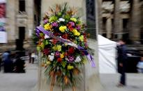 Colombians place wreaths at monuments to celebrate cease-fire with rebels