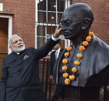 KVIC, PMO say Gandhiji's photo on calendar NOT a must