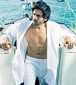 Kartik Aaryan flaunts his drool worthy body in a recent magazine shoot!