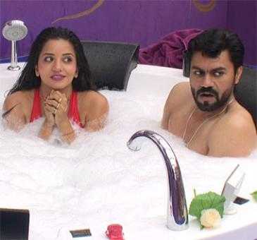 Bigg Boss 10: Mona-Gaurav sizzle in a jacuzzi