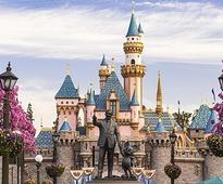 Journalist Unearths Elie Wiesel Column About Disneyland