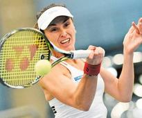 Russia beaten in Fed Cup, Swiss into semi-finals