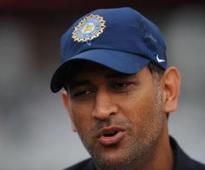 MS Dhoni's 43 goes in vain