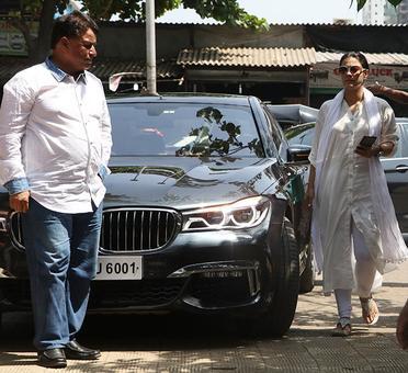 PIX: Kajol, Rishi Kapoor attend Reema Lagoo's funeral