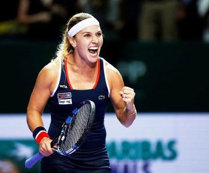 WTA Tour Finals: Perfect Kerber helps Cibulkova advance