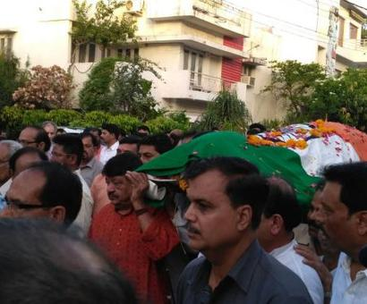 Anil dave cremated next to his beloved Narmada