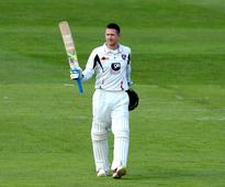 Denly guides Kent to comfortable win