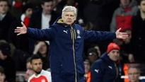 Misfiring Arsenal frustrate Wenger as title challenge fades
