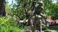 Bronze leapfrog statue stolen from Kingston park