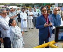 Mamata Banerjee meets Sonia, BJP blames Rahul for House slowdown