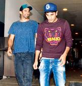 Aditya Roy Kapur and Ranbir Kapoor dine out with friends