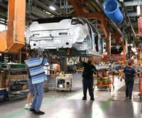 Buffeted by change, US auto workers resigned to uncertainty