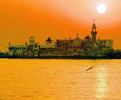 SC extends stay on women's entry in Haji Ali