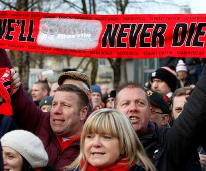 Manchester United mark 60 years since Munich air disaster