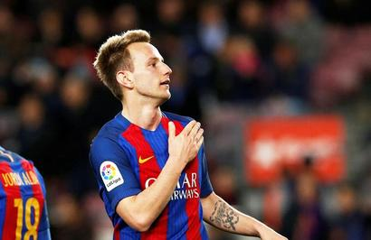 After 'crazy' win, Rakitic agrees new deal with Barcelona