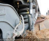 Chennai -Palani Express train derails near S...