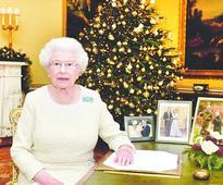 Queen hails Indians in Christmas speech