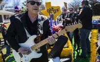 Video: Hometown guitar hero Jimmie Vaughan riffs, rides in Oak Cliff's Mardi Gras parade
