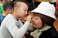 Children celebrate coming Mother's Day in E China