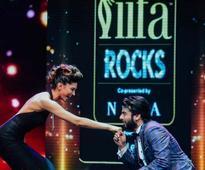 IIFA Rocks 2016: Omg! Fawad Khan goes down on his knees for Deepika; Ranveer where are you?