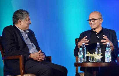 In India, Nadella warns of the impact of artificial intelligence on jobs