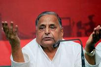 Mulayam Singh Yadav stands in Amar Singh's support, says can't leave him