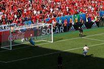 Poland midfielder Krychowiak to join PSG - reports