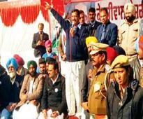 Show way out to Amarinder Singh, Parkash Singh Badal: Arvind Kejriwal to Lambi voters