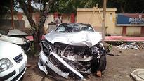 3 cops hurt after car rams police van at DND