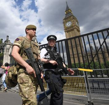 Man with knife arrested outside UK Parliament